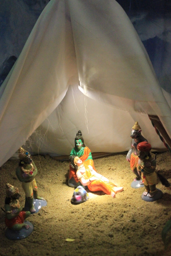 Rama tends to an unconscious Lakshmana.